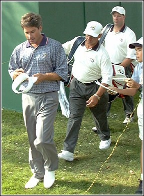 fred couples and a  fan